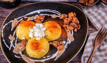 Качамак с пръжки и орехов сос