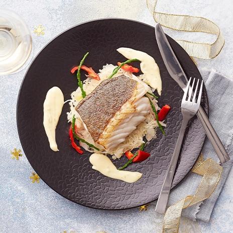 Frischer Kabeljau hat weißes, festes Fleisch