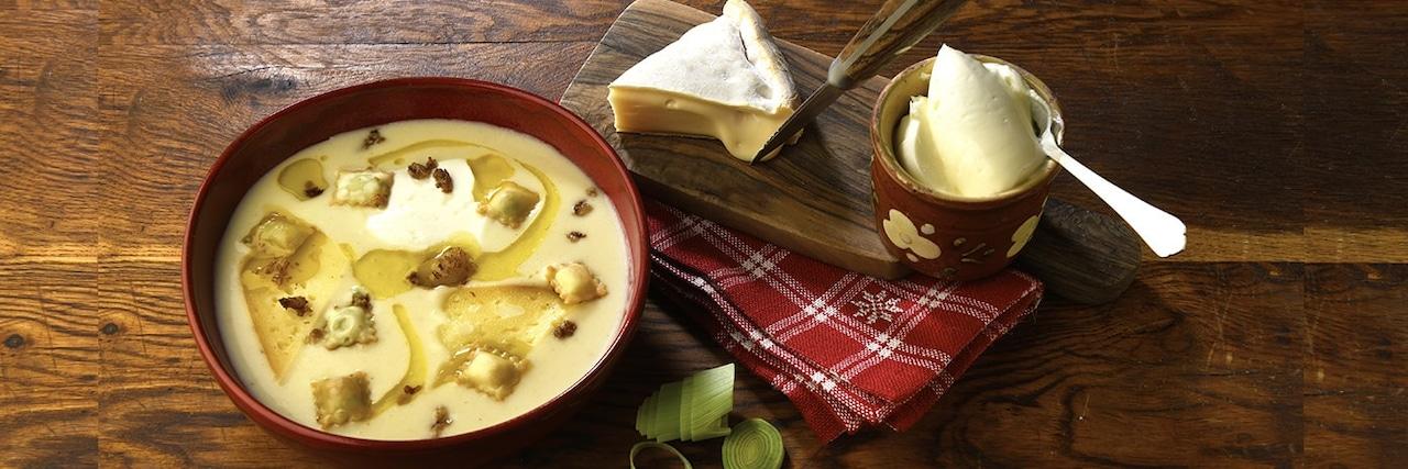 Recettes de chefs | Soupe de reblochon ravioles et grattons