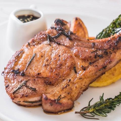 Costita, cotlet de porc, carne de porc la gratar