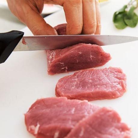 Carne refrigerata de vita sectionata manual
