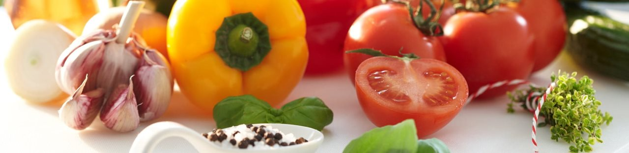 Legume proaspete - usturoi, ardei, tomate, busuioc, castraveti