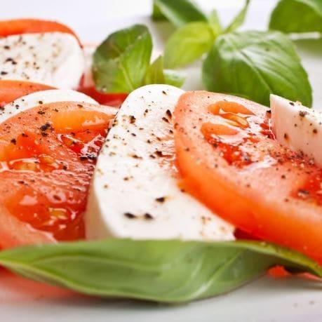 Mozarella cu tomata si basilic proaspat, piper, sare - produse metro chef, aro