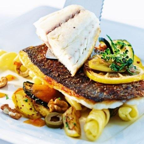 retete dietetice - peste oceanic la cuptor, dorada cu legume