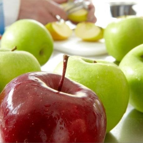 fructe moldova - mere rosii si verzi