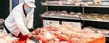 prodavac na odeljenju mesa